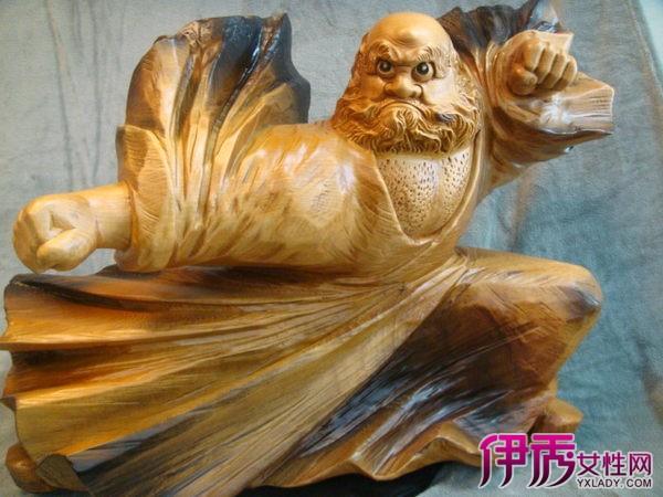 例如:东阳木雕,乐清黄杨木雕,泉州木雕,广东潮州金漆木雕,福建龙眼
