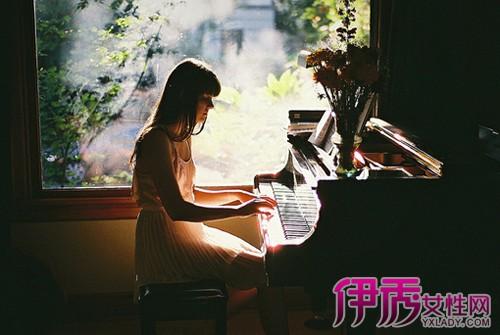 钢琴伴奏技巧_送试听光盘和弦编配与常用技巧简五钢琴谱即