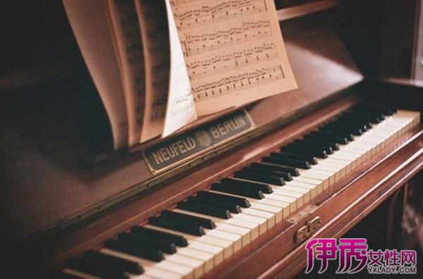 轻钢琴曲 曲谱-秋意浓钢琴谱教程 教你轻松学会看五线谱