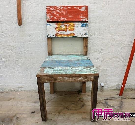 来自荷兰的Raw Materials专门用回收材料和物品做家具和家居用品,这是他们用回收的老渔船的木板做成的一套桌椅。来自荷兰的Raw Materials专门用回收材料和物品做家具和家居用品,这是他们用回收的老渔船的木板做成的一套桌椅。
