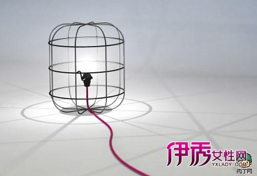 还可以去看看这里,几根简单的铁丝,编制成的灯罩,是简约一族的最爱.