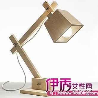 制作的木质台灯和木质电脑