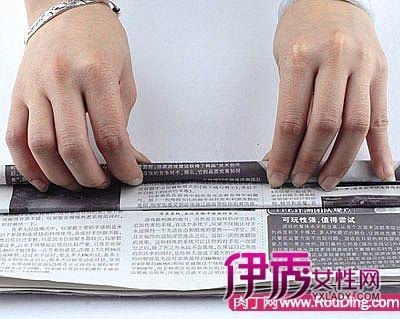 材料:报纸,剪刀,透明胶 制作步骤: 将边框与底座连接起来粘牢,怎么样