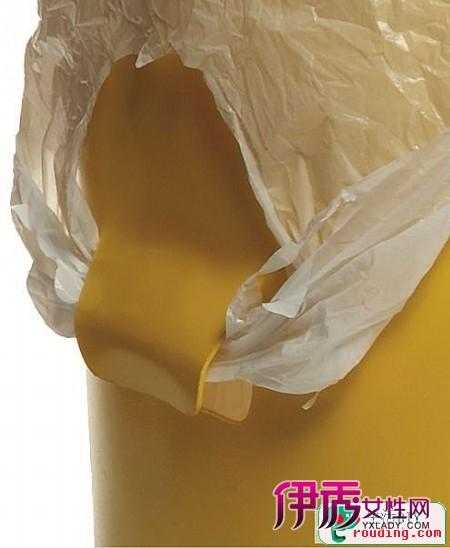 固定垃圾桶中的塑料袋实用垃圾桶把手设计