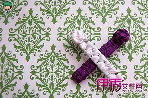 伊秀生活网 艺术 / 正文 纸塔主体结构是硬纸筒,由金属关节联结而成.