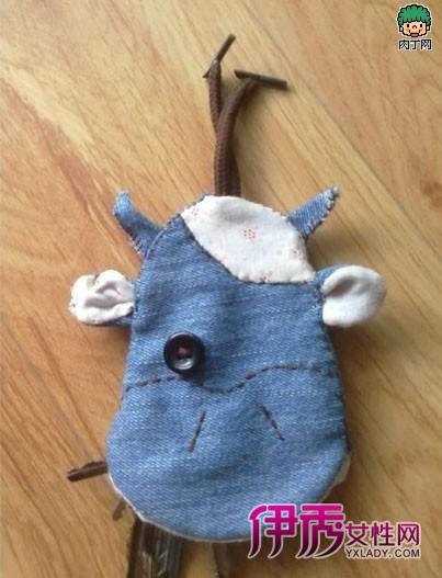 小编教你利用废旧衣物手工制作布艺可爱的动物钥匙包