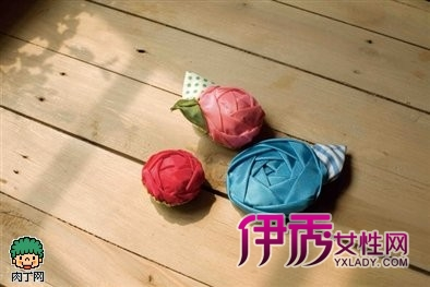 缎带花制作完成图-手工缎带花装饰DIY教程 缎带玫瑰花做法