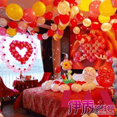 今天小编就给大家分享几组气球装饰的结婚新娘,完美的布置浪漫温馨.