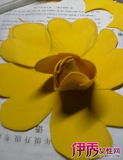 【图】海绵纸花朵制作图解 学习编织永不凋零的玫瑰花