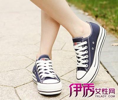 將藍色鞋帶末端打結處理; 7.剩下的線條比較長,可以做一個環; 8.圖片