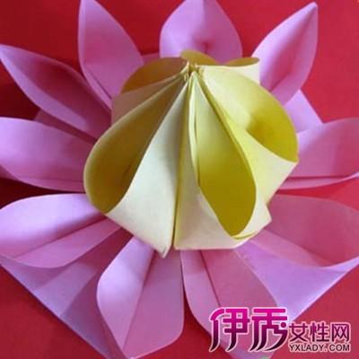 利用经纬排列的正方形格眼及45度的转折,使许多折纸模型(造型)的实现