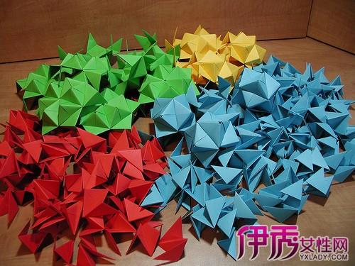 超可爱的立体三角形折纸图解,这个立体三角形折纸是用三种颜色的纸叠