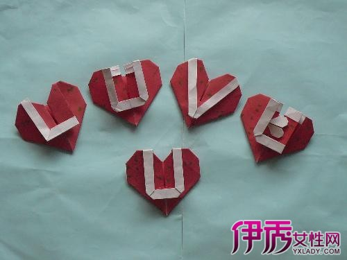 很受用的心形折纸,用来做信纸或者日常桌面装饰都可以,送给情人更是图片