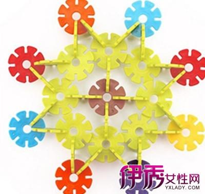 雪花积木片拼图图片 一种启迪孩子智慧的小游戏