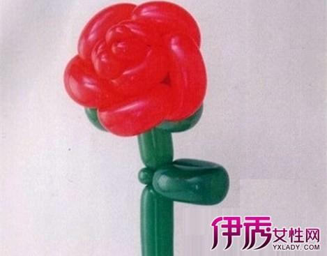 方法4:用长条气球编制玫瑰花图片