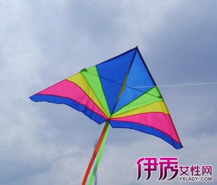 然后用小刀划出三角形,注意划出来的模型要比风筝框架多出5个毫米左右图片