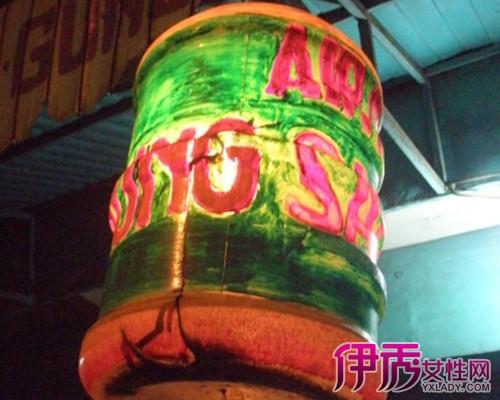 简单的利用矿泉水瓶手工制作灯笼的图解教程图片