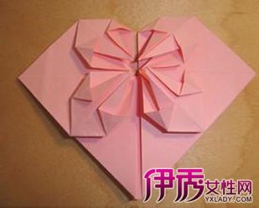很受用的心形折纸,用来做信纸或者日常桌面装饰都行.图片