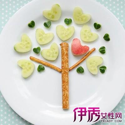 水果拼盘的做法简单,是菜谱里的常见菜,水果拼盘口味属于甜味,做法属图片