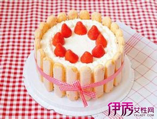 奶油水果装饰蛋糕的做法:1当天气较热的时候,打发好的动物性鲜奶油