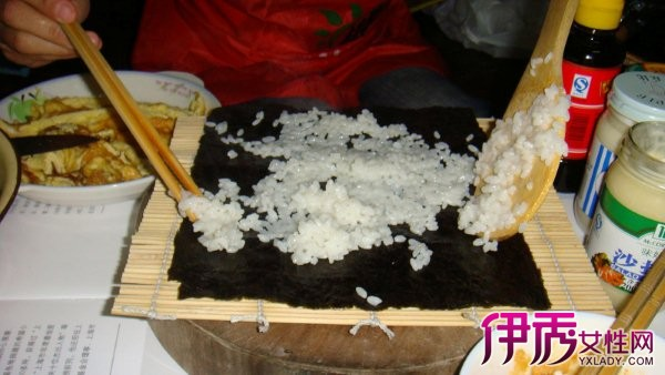 【用竹帘卷寿司步骤图片】【图】揭秘用竹帘卷寿司