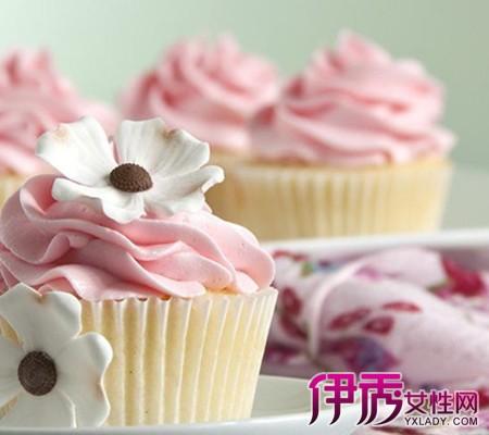 小时候每年生日爸爸妈妈都会买个大生日蛋糕,为了这口还每年盼着生日.