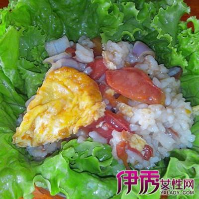 做法:   1、肉要切成大一点的肉片,大概3成6cm的样子;   2、剥好的