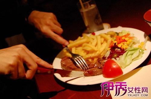 跨文化交际中的餐桌礼仪差异