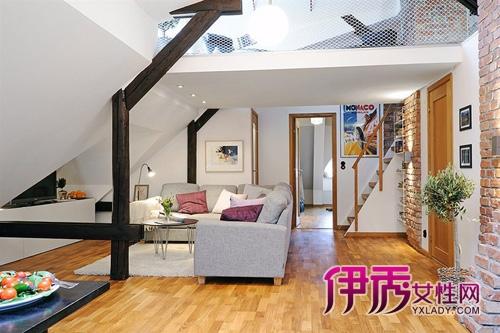 伊秀生活网 家居 / 正文  这是位于繁华住宅区楼顶的65平复式阁楼公寓