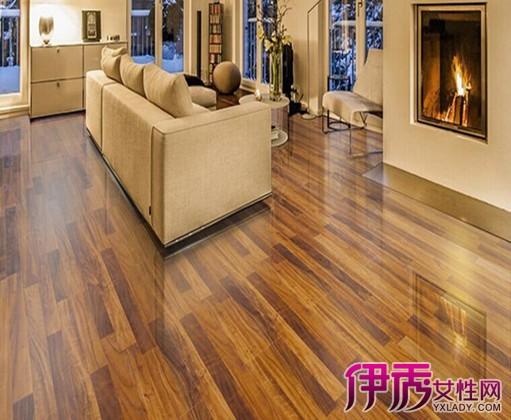 对于这些木地板,是不是感觉到食之无味,弃之可惜呢?现在就不用为此发愁了,完全可以用这些剩余的木地板作为电视、沙发、餐厅、卧室等背景墙的材料。木地板一般只宜小范围装饰墙面,不宜大量应用。如果大部分或全部墙面都装上木地板,装修效果不是让人惊艳,而是让人感到逼仄了。且木地板毕竟不是适宜于墙面装修的常用材料,大量应用的话可能会掉下来,同时也存在施工较难的问题。对于这些木地板,是不是感觉到食之无味,弃之可惜呢?