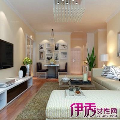这款客厅有着典型的欧式风格,华丽的造型独特的白色顶灯与白色的隔断