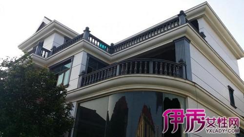一般理解是建在公寓或高层建筑顶端具有别墅形态的大型复式/跃式住宅.图片