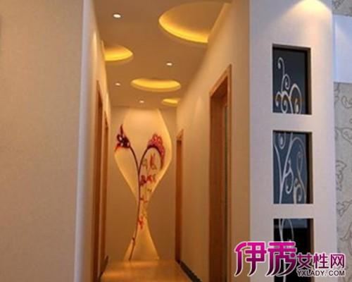 這款走道吊頂效果圖中環形的吊頂裝飾,讓整個走道和臥室的風格相統一