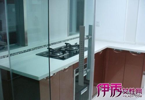 【图】厨房透明玻璃门效果图 厨房装修过程中的12个注意事项