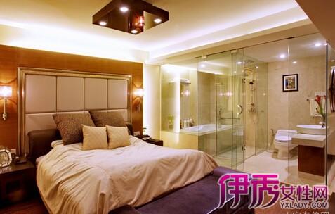 主卧室带卫生间装修可按通常方法装修,卫生间贴砖,吊顶;主卧室适当