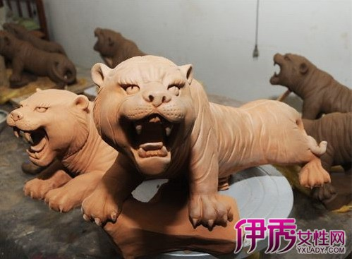 泥客中国的泥塑造型以十二生肖为主体,通过抽象和艺术处理,形成独具