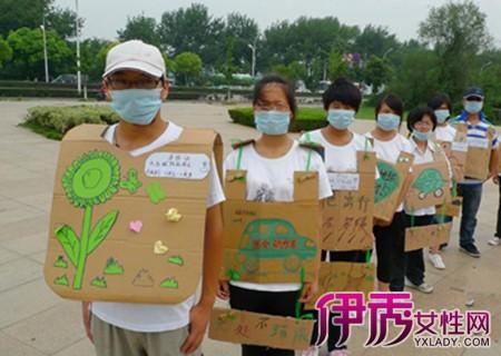 """【图】社团用废旧纸箱做衣服 妙招践行""""绿色""""招新图片"""