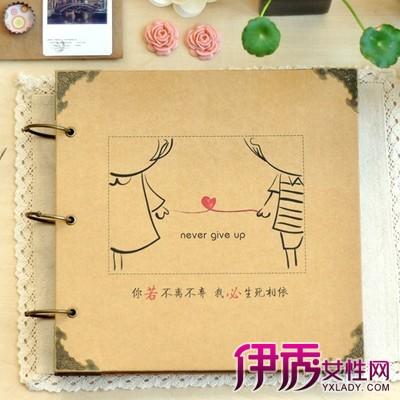 diy相册设计手绘图所需材料:手工相册一本,花边剪刀,多色角贴,水粉笔