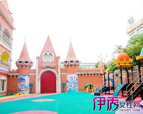 【图】欣赏幼儿园新年门口装饰 分享元旦活动策划方案