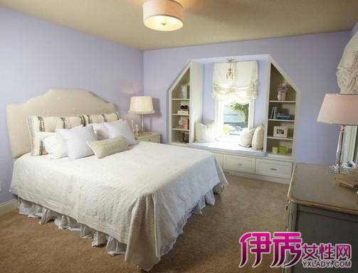 卧室风水规则 家居风水布局中,卧室风水布局与人的健康和运气最为密切相关,不可忽视。卧室光线要柔和,太强使人容易脾气暴躁;太暗,容易产生忧郁的情绪。卧室以简约为佳,使人看起来整洁舒适。卧室的形状不宜狭长,不利通风。卧室门不可对明镜、床头。床头的方向一定要对,因为这跟健康和财运有关,要求健康,床头就朝向天医的方位,若求财,就朝向最旺、也就是生气的方位。床头不可靠在浴室墙、不宜横梁压顶, 不宜太接近窗户, 不宜正对镜子。 一、卧房形状适合方正,不适宜斜边或是多角形状。斜边容易造成视线上的错觉,多角容易造成压迫
