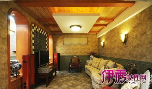 大理石花纹的墙壁装饰,古朴又有质感,古罗马装修风格搭配布艺沙发