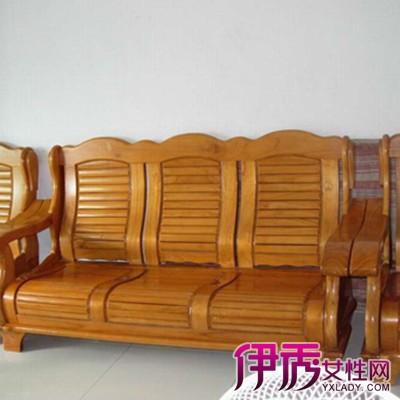 客厅木质沙发摆设图片