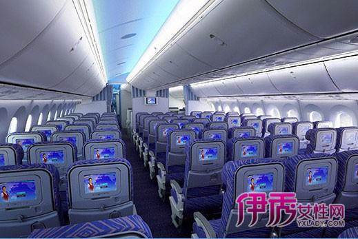 中国首架波音787梦想客机到达广州