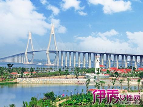 5公里,总面积19公顷,分南,中,北三个区,南区窄长,有月亮岛,紫荆广场