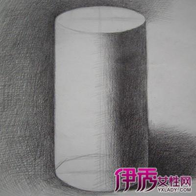 展示素描圆柱体图片 为你介绍素描的几个艺术特点图片