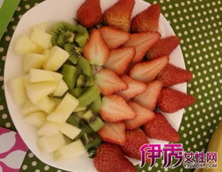 教你哈密瓜果盘切法 其他水果果盘摆法也很简单