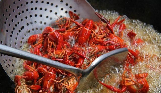 小龙虾怎么清洗,麻辣小龙虾怎么做1.jpg